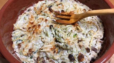 Gratinado de calabacín con queso ricotta y frutos secos